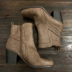 Naturalizer heeled booties